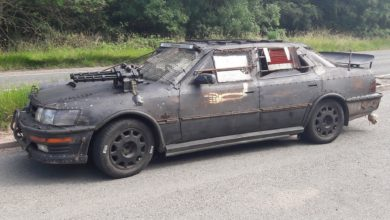 Photo of Car With Mounted Machine Guns Stirs Up Fear In English Town
